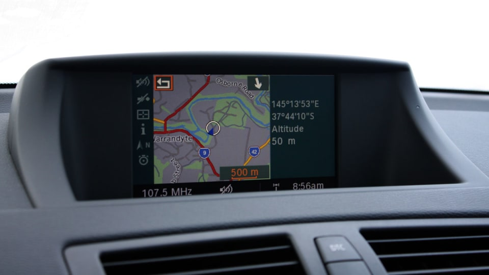 2010_bmw_135i_road_test_review_interior_02