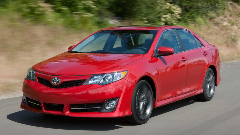 2012_toyota_camry_official_overseas_02