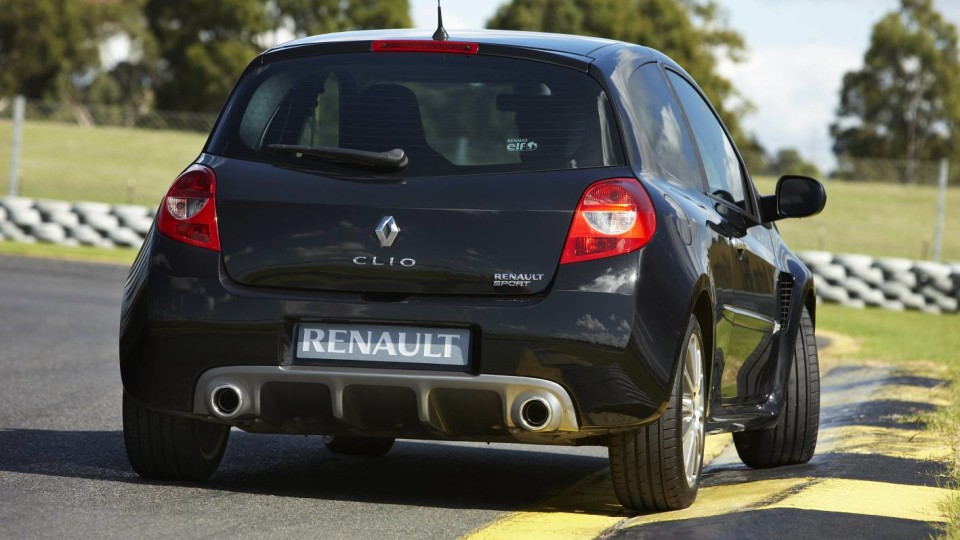 2010_renault_clio_renault_sport_200_cup_road_test_review_press_images_02
