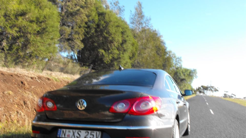 2009_volkswagen_passat-cc_v6_fsi_road-test_review_12.jpg