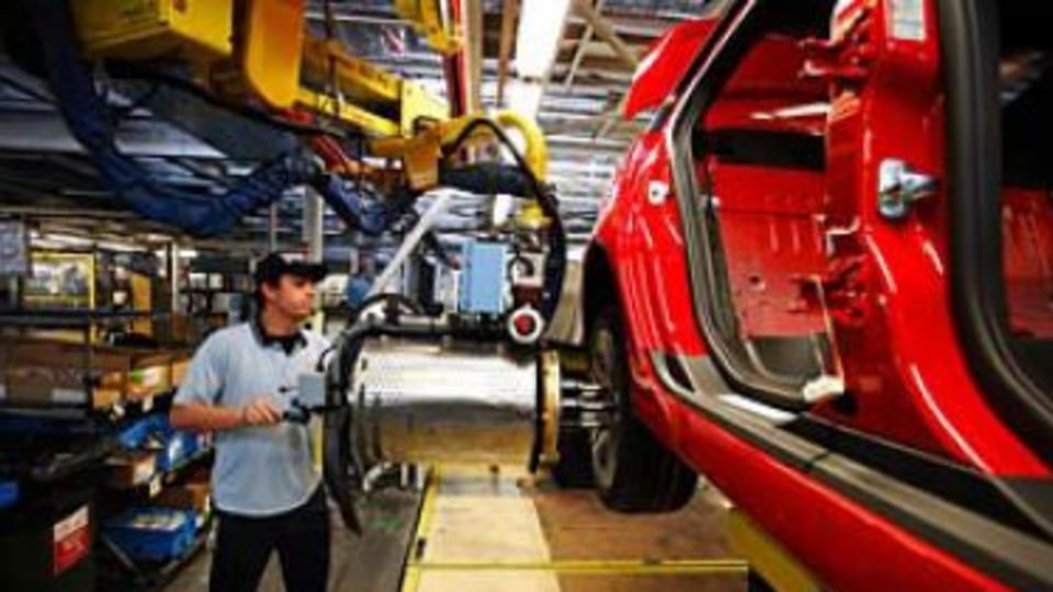 'Enormous' effect if car industry closes: Truss