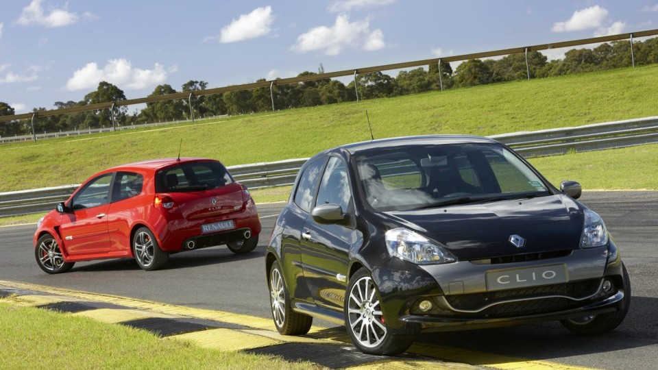 2010_renault_clio_renault_sport_200_cup_road_test_review_press_images_08
