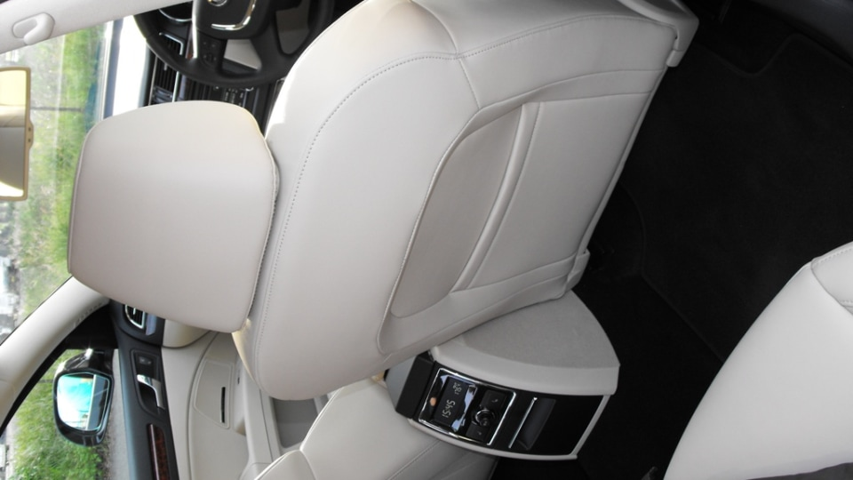 2009-skoda-superb-interior-weird-shot-of-back-of-front-seat.jpg