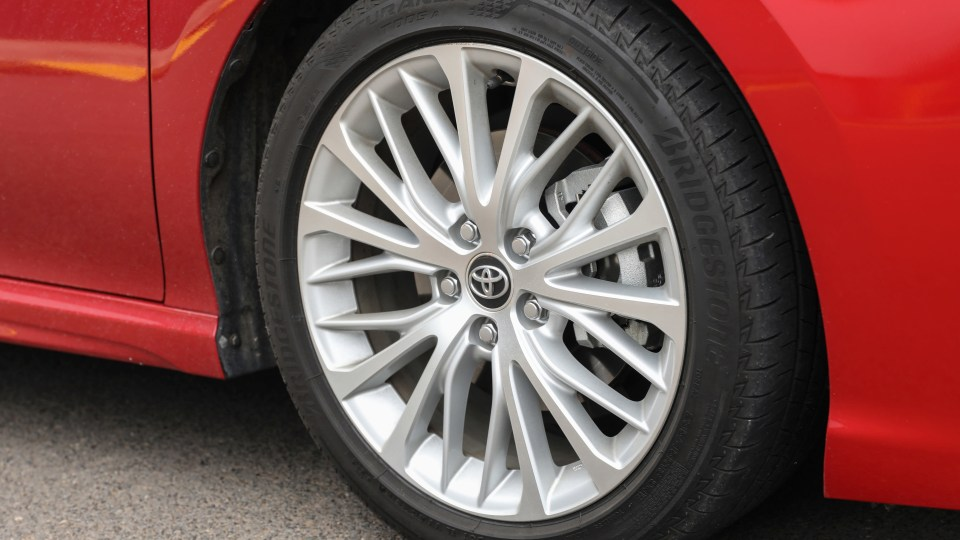 2020 Toyota Camry SL hybrid review-3