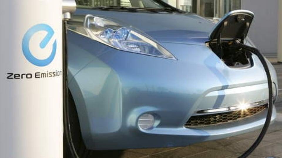 Nissan Leaf - recharging the electric car