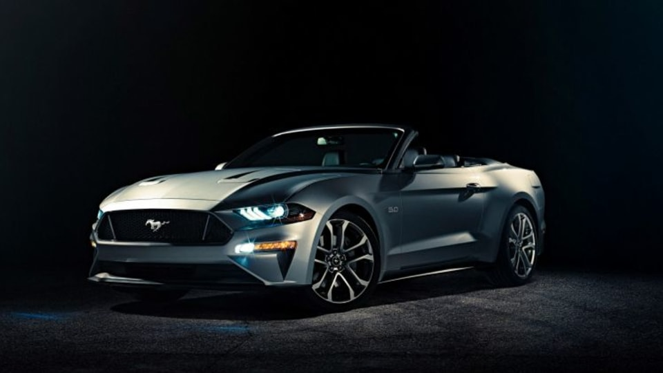 Ford has revealed its facelifted Mustang Convertible.