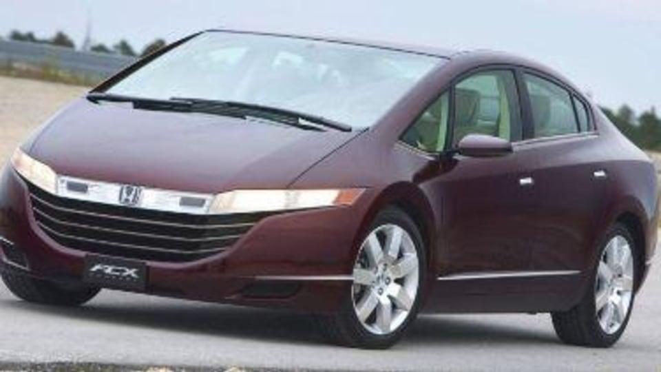 Honda FCX Hydrogen fuel cell car gets production green light