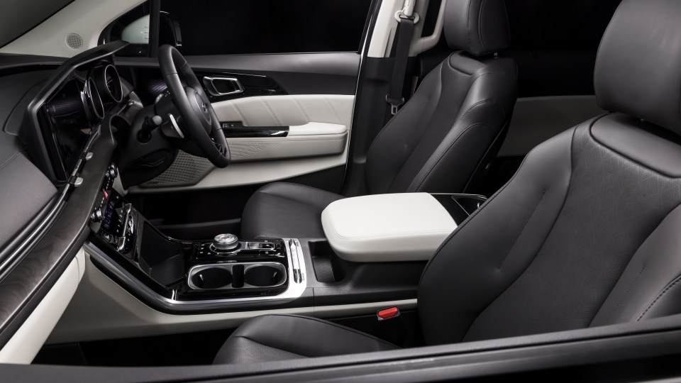 Drive Car of the Year Best People Mover 2021 finalist Kia Carnival front seats