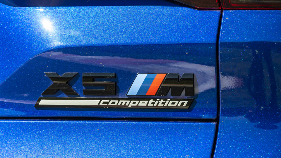 Drive Car of the Year Sports Performance SUV 2021 finalist BMW X5 label close-up