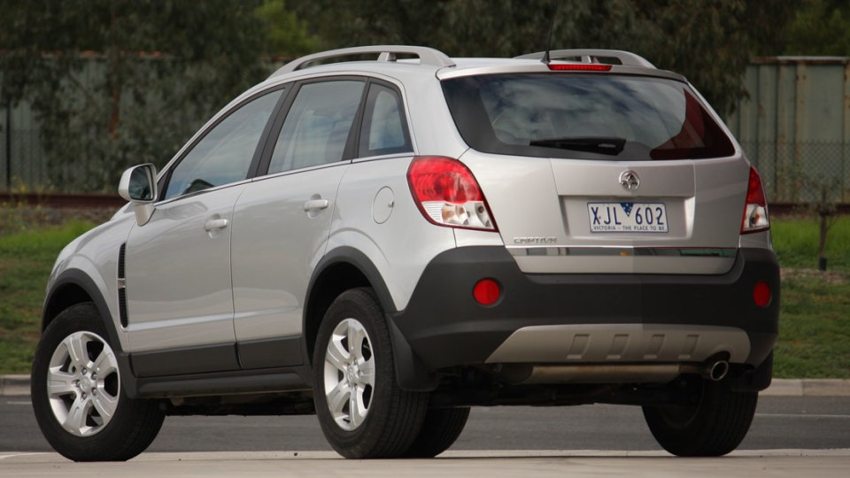 2010_holden_captiva_5_manual_road_test_review_04