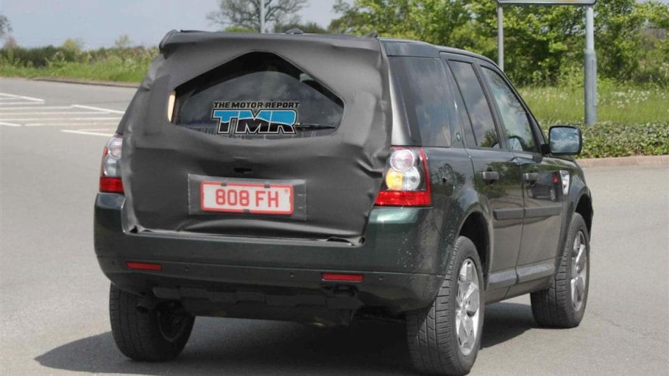 2011_land_rover_lr2_freelander_update_spy_photos_04