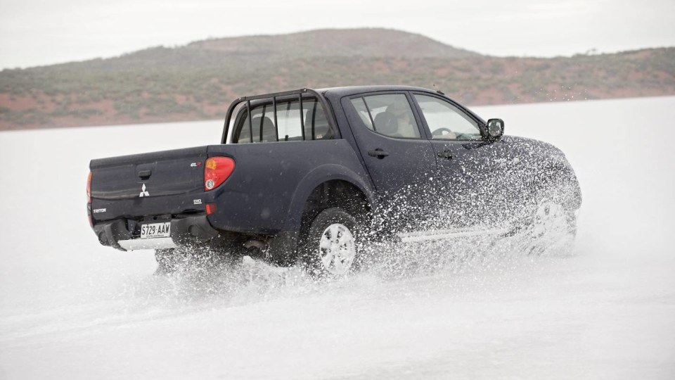 2010_mitsubishi_triton_10_driving_on_ice