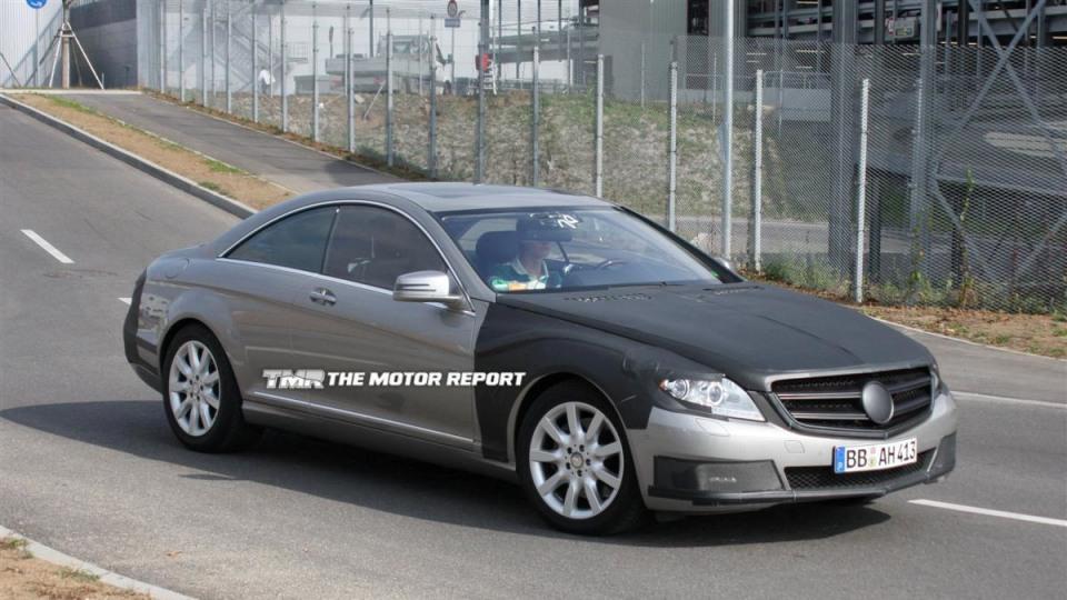 2011_mercedes-benz_s-class_coupe_facelift_spy-shots_07.jpg