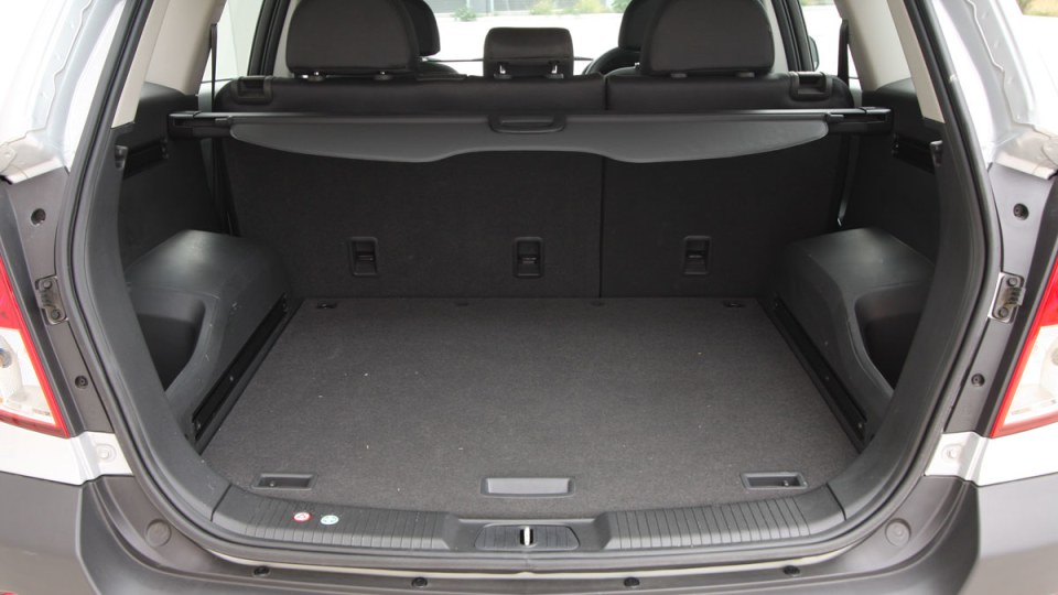 2010_holden_captiva_5_manual_road_test_review_15
