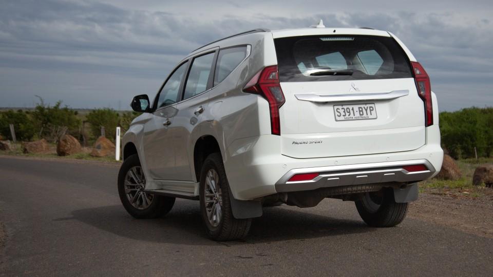 2020 Mitsubishi Pajero Sport GLX review-1
