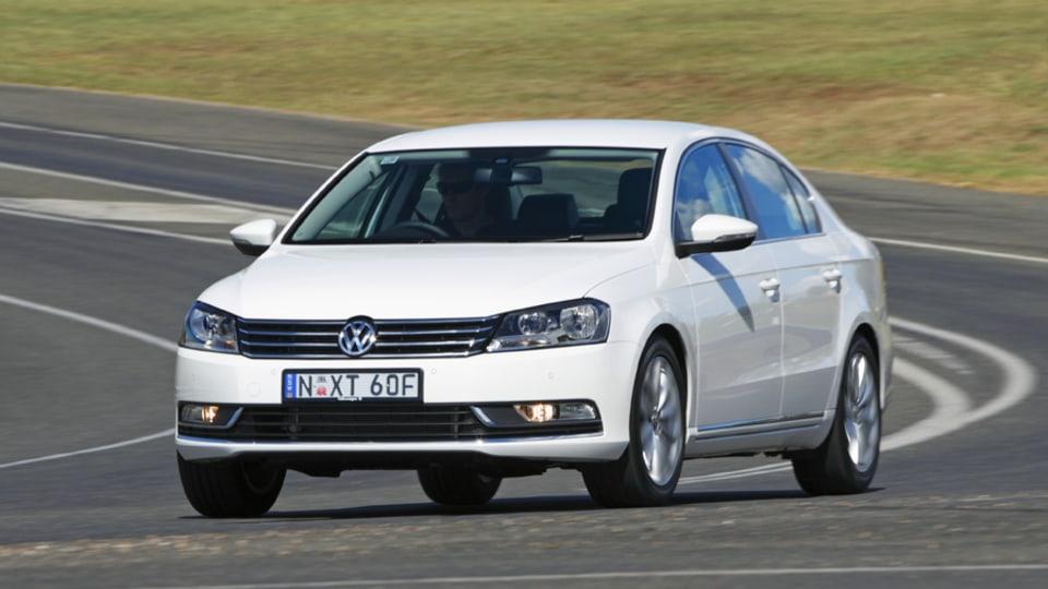 2011_volkswagen_passat_sedan_australia_118tsi_07