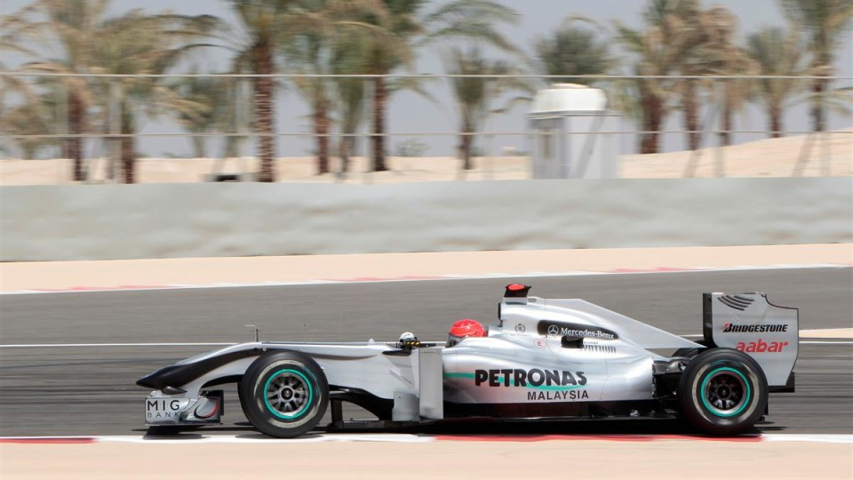 2010_f1_mercedes_gp_bahrain_03