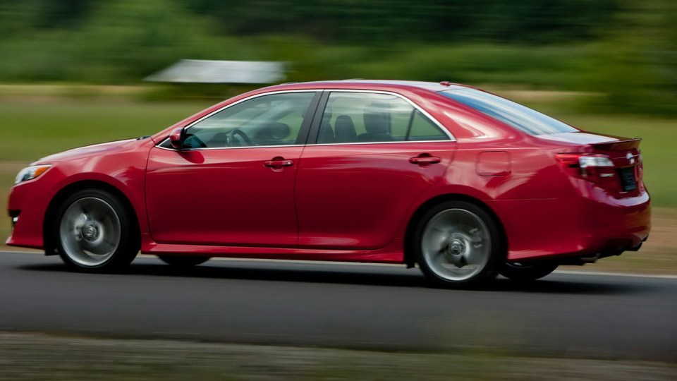 2012_toyota_camry_official_overseas_05