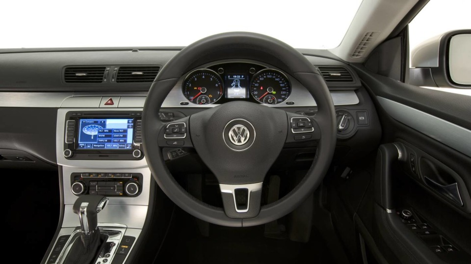 2009_volkswagen_passat-cc_v6_fsi_road-test_review_45_interior.jpg