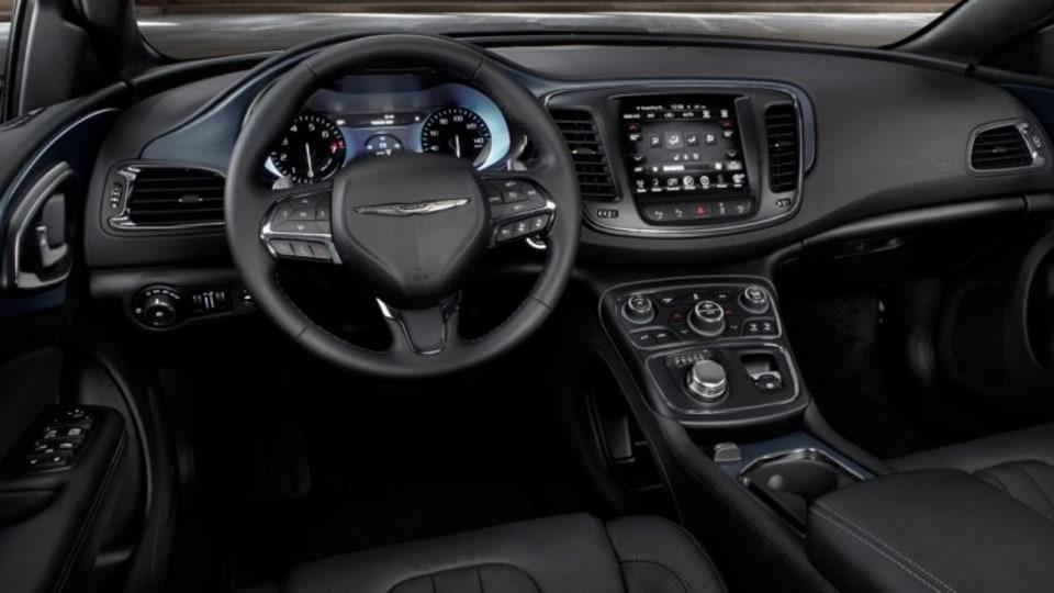 Chrysler 200.