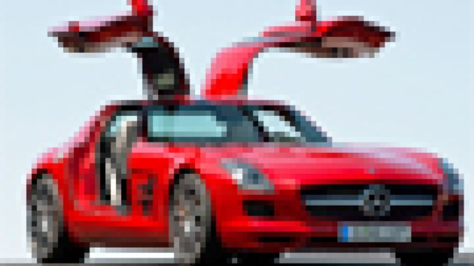 Mercedes-Benz Gullwing lands: pictures and details