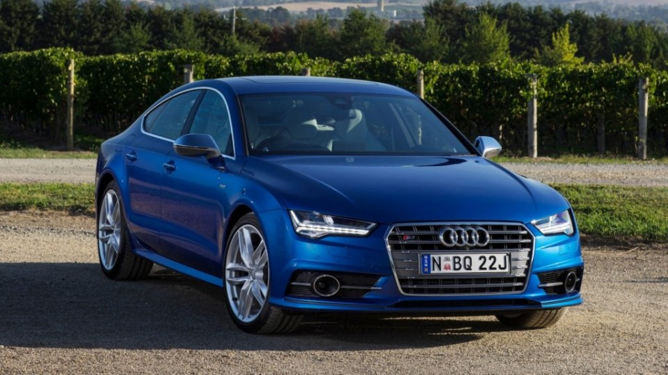 The new 2015 Audi S7 Sportback blends style and performance.