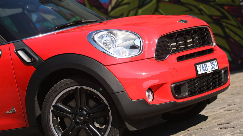 2011_mini_cooper_s_countryman_all4_roadtest_review_07