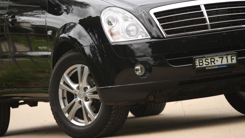 2011_ssangyong_rexton_road_test_review_05