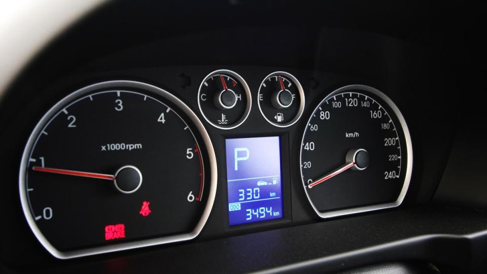 hyundai_i30_crdi_slx_automatic_interior_02.jpg