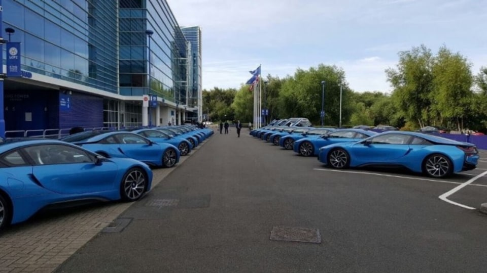 Leicester City has gifted its players a BMW i8 as a bonus for winner last season.
