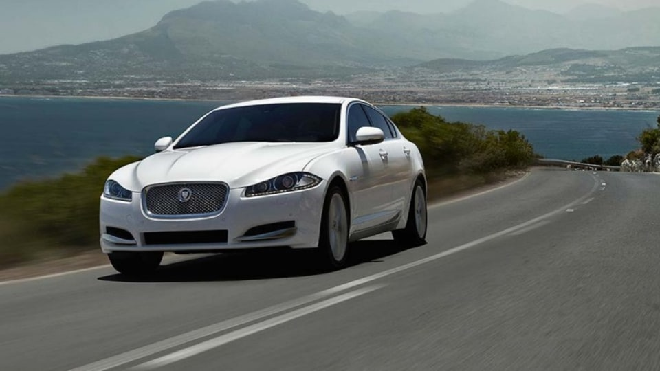 Jaguar's facelifted XF will include a new entry-level 2.2-litre diesel model.