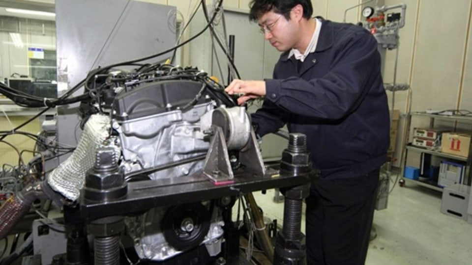 Hyundai Unveils Theta II GDI Direct Injection Petrol Four-Cylinder Engine