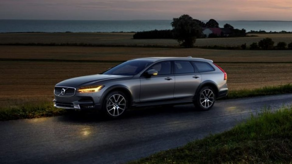 Volvo unveils new V90 Cross Country