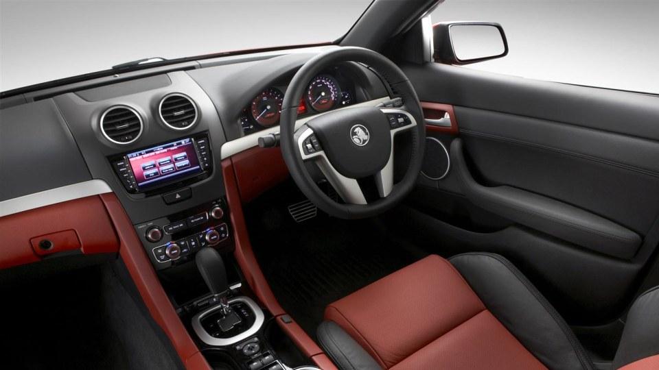 2011_holden_commodore_ss_sedan_03