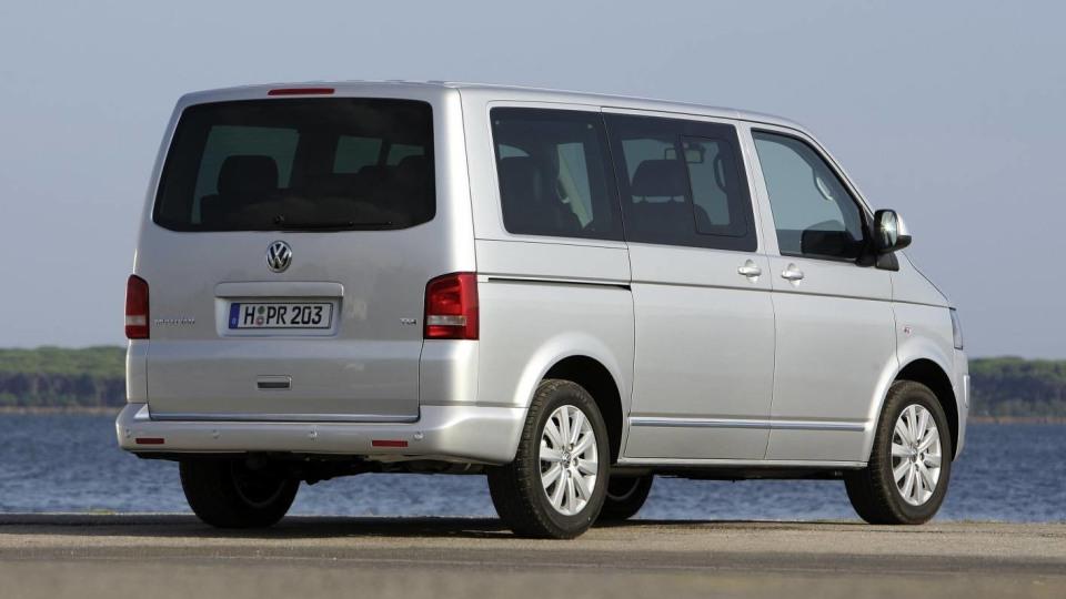 2010_volkswagen_multivan_van_csr_04
