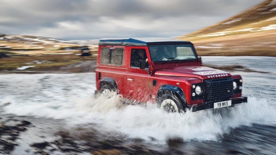 2018 Land Rover Defender Works V8.