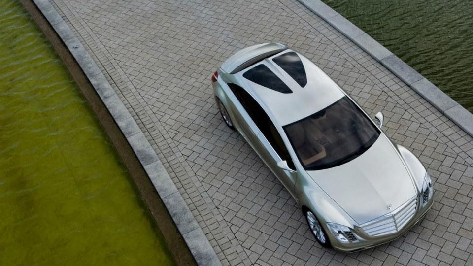 2007_mercedes-benz_f700-research-car_concept_07.jpg