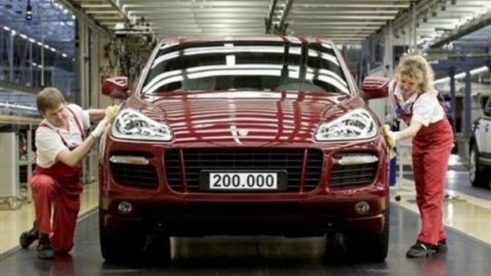 Volkswagen Cuts Back Touareg, Audi Q7 And Porsche Cayenne Production