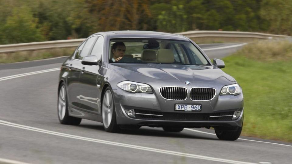 2011_bmw_5_series_sedan_04