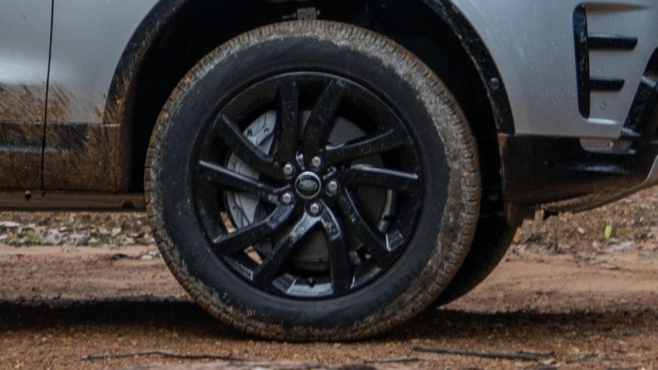 2020 Land Rover Discovery Landmark SDV6 review-0