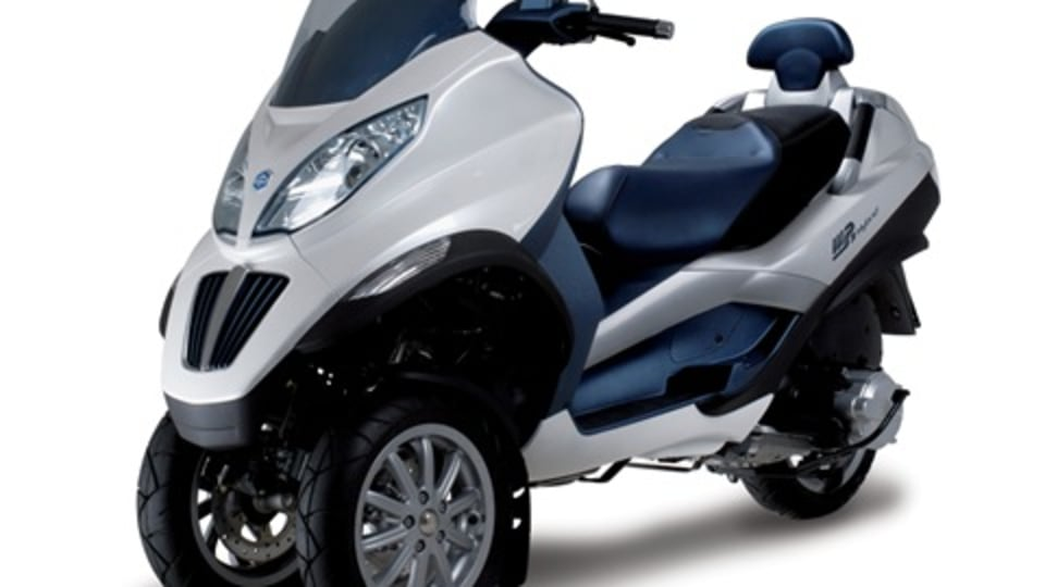 Piaggio MP3 Hybrid Scooter WON'T Play Music, WILL Give 2 Litres/100km Fuel Economy