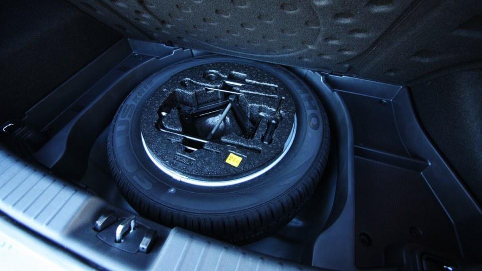 hyundai_i30_crdi_slx_automatic_interior_07.jpg