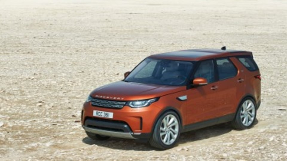 Land Rover has revealed its new 2017 Discovery.