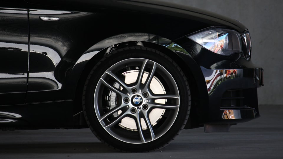 2010_bmw_135i_road_test_review_31