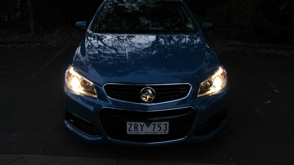 2013_holden_vf_commodore_sv6_manual_01