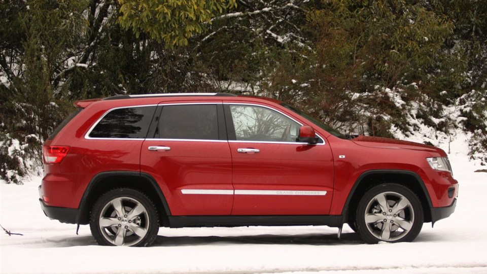 2011_jeep_grand_cherokee_overland_v8_review_33