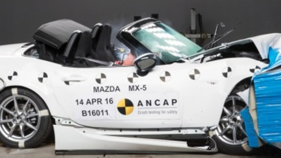 Mazda urged to examine MX-5 airbags
