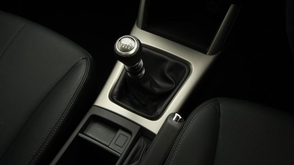 2010_subaru_forester_diesel_road_test_review_interior_01