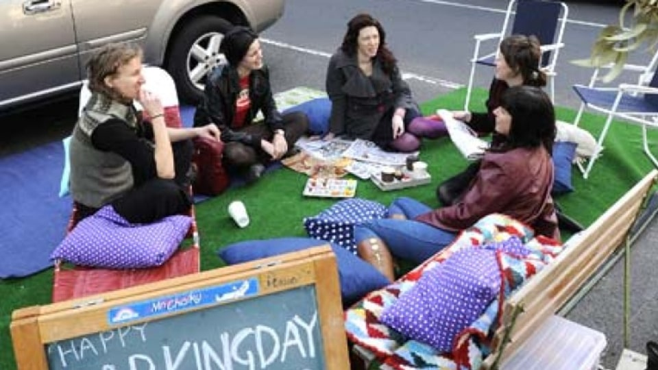 What a lark, a picnic in a (car) park
