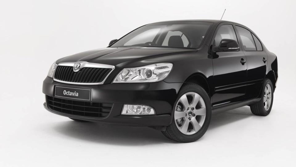 2011_skoda_octavia_sedan_csr_03